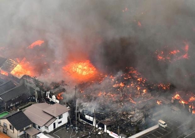 Fire engulfs 140 buildings in Japan