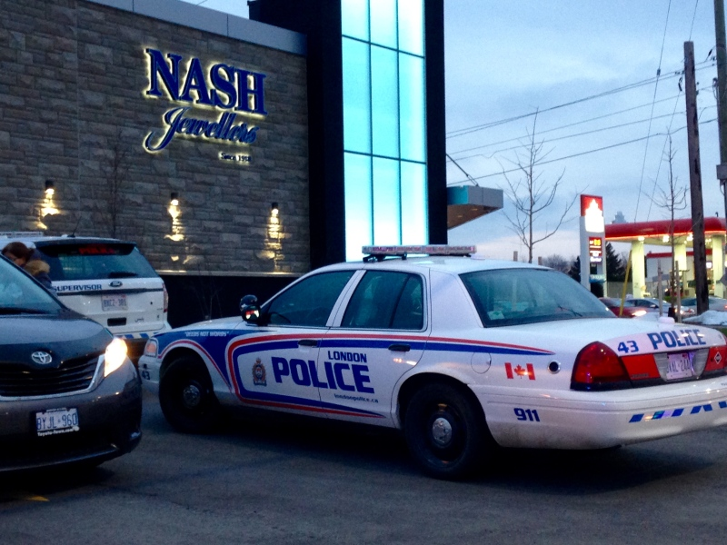 London police investigate a robbery at Nash Jewellers on Wednesday, Dec. 28, 2016. (Jim Knight / CTV London)