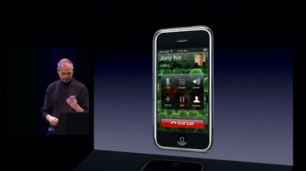 10 Years Ago Steve Jobs Presented Apples First IPhone