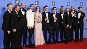 """""""La La Land"""" cast and crew, including Ryan Gosling (4L), Emma Stone (5L), and director Damien Chazelle (C) at the 74th Golden Globes © Robyn Beck / AFP"""
