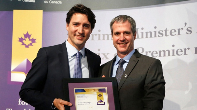 Yvan Girouard poses with Prime Minister Justin Trudeau after winning an award for Teaching Excellence. (Government of Canada)