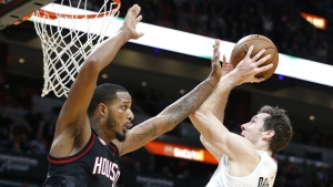 Miami Heat guard Goran Dragic, right, goes up for a shot against Houston Rockets forward Trevor Ariza during the second half of an NBA basketball game, Tuesday, Jan. 17, 2017, in Miami. (AP / Wilfredo Lee)