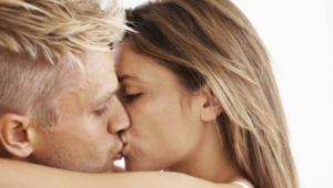 New Norwegian research has attempted to explain why more women than men regret a one-night stand. (Yuri/istock.com)