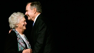 Former President George H.W. Bush embraces former first lady Barbara Bush in Dallas, on May 3, 2006. (Tony Gutierrez / AP)