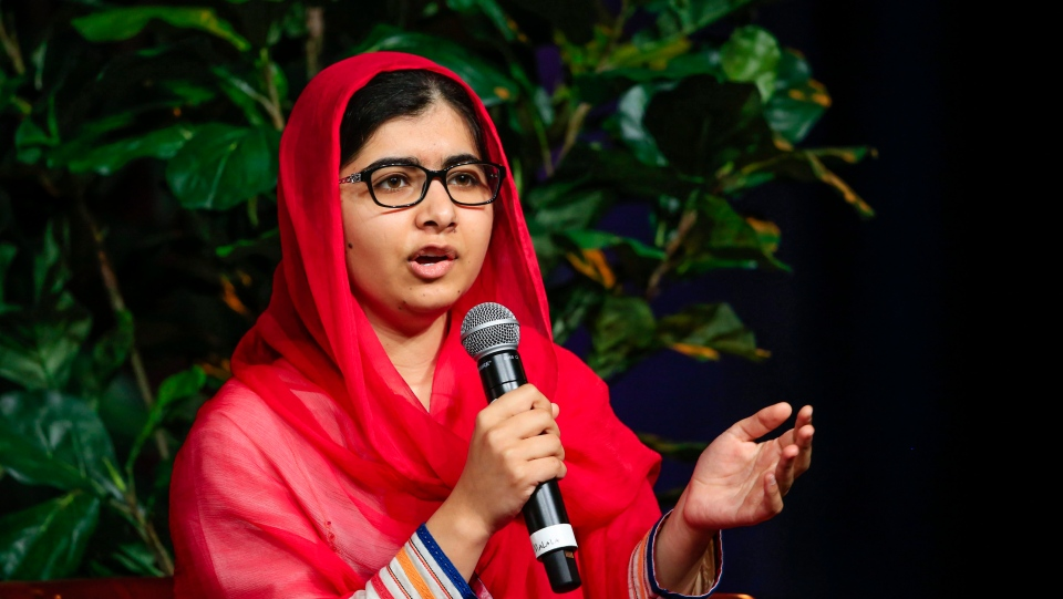 Malala Yousafzai chatting with panellists on stage at a benefit lunch for Girls Inc., a nonprofit organization whose mission is giving confidence to girls, in Omaha, Neb. on July 18, 2016. (AP / Nati Harnik)