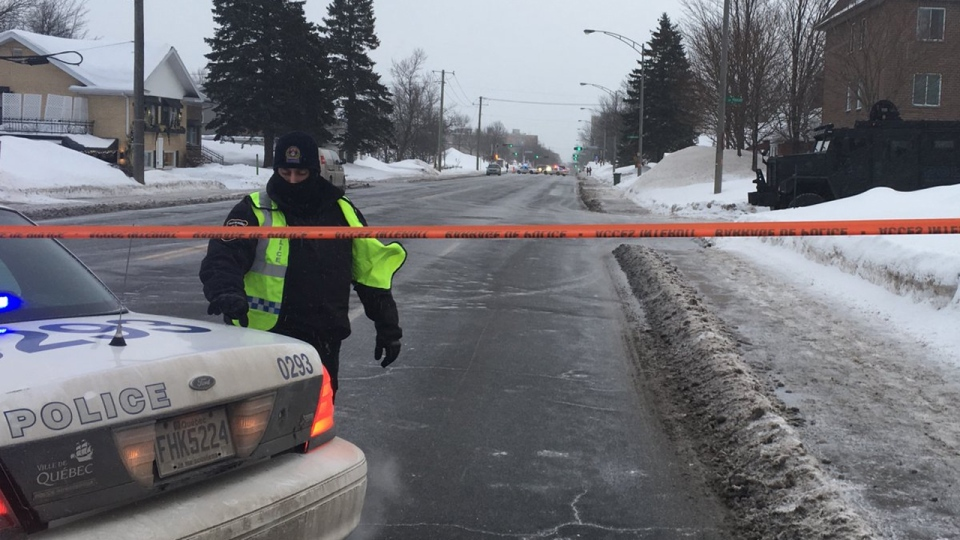 Police raided a home on Quatre Bourgeois Rd. in Quebec City the day after a terrorist attack at a nearby mosque (Jan. 30, 2017, Kevin Gallagher)