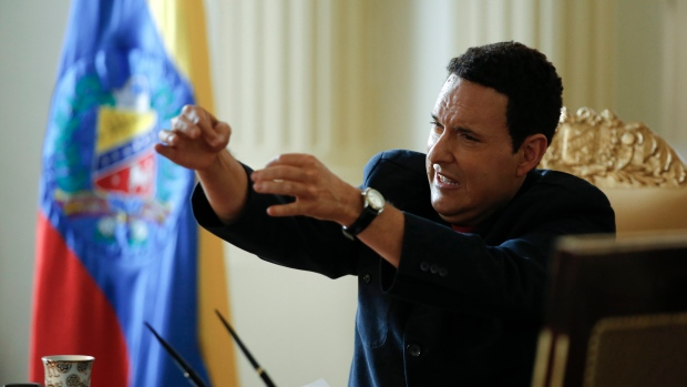 "Colombian actor Andres Parra plays the role of Venezuela's former President Hugo Chavez during the filming of ""El Comandante"" in Bogota, Colombia. (AP Photo/Fernando Vergara)"