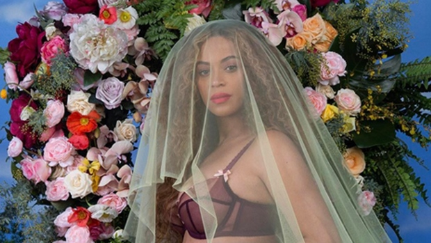 Beyonce pregnant with twins