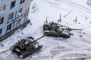 Ukrainian tanks stand in the yard of an apartment block in Avdiivka, eastern Ukraine, Wednesday, Feb. 1, 2017. (AP Photo/Evgeniy Maloletka)