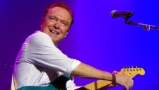David Cassidy performs at a concert in New Jersey Oct. 27, 2016. (Source: Kevin Michelson via David Cassidy / Facebook)