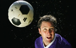 A study asked soccer players in New York how many times they headed the ball. (Kolbz / Istock.com)