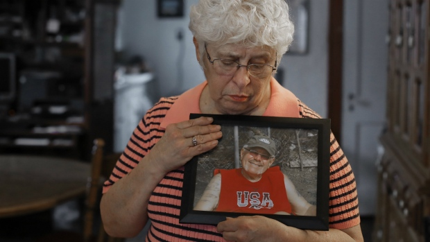 Kay Taynor holds a photo of her late husband, Gary, in Toledo, Ohio on Thursday, Jan. 26, 2017. (AP / Paul Sancya)