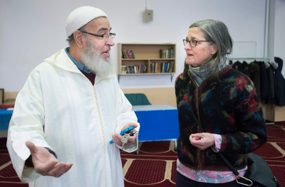 Ahmed Bidaoui talks with Isabelle Larrivee at the Assuna Annabawiyah mosque during the annual mosque open dorr event in Montreal, Sunday, February 12, 2017. (THE CANADIAN PRESS/Graham Hughes)
