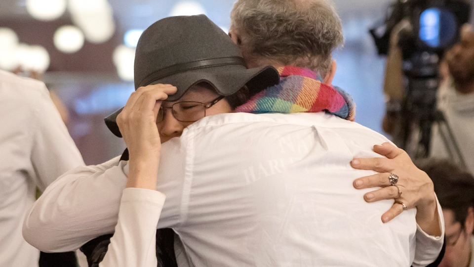 Beaverhouse First Nation Chief Marcia Brown Martel (left) hugs the plaintiffs co-lawyer Jeffrey Wilson during a news conference in Toronto on Tuesday, Feb. 14, 2017. (Chris Young / THE CANADIAN PRESS)