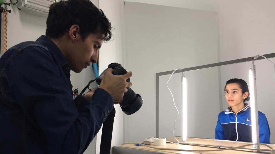 Hani Al Moulia reviews the portrait he took of his brother Ibrahim on Feb. 18, 2017 (Adam Gamble / CTV Regina)