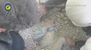 Dramatic video shows Syrian girl rescued