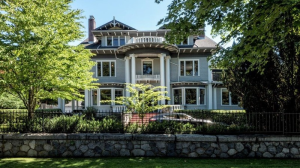 Originally built in 1912, the four-level Vancouver estate includes much of the original wainscoting, paneling, woodwork and crown moldings. (REW.ca/Manyee Lui)