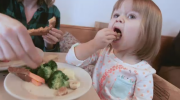 Nutrition tips for dining out with kids