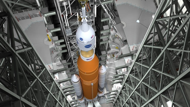Panel urges caution as NASA studies flying crew on first SLS