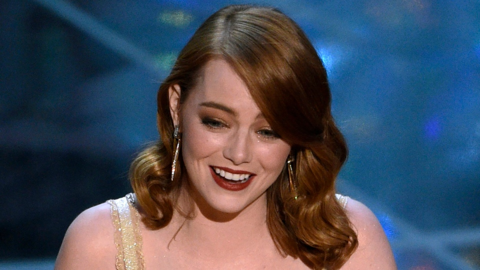 http://www.ctvnews.ca/entertainment/oscar-for-best-picture-accidentally-given-to-la-la-land-but-actually-goes-to-moonlight-1.3302172
