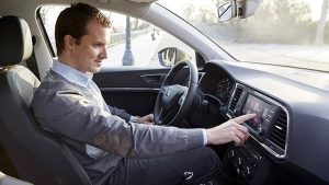 MWC with SEAT: Drivers will be able to connect a call with just a touchscreen swipe or the push of a button. (Courtesy of SEAT)
