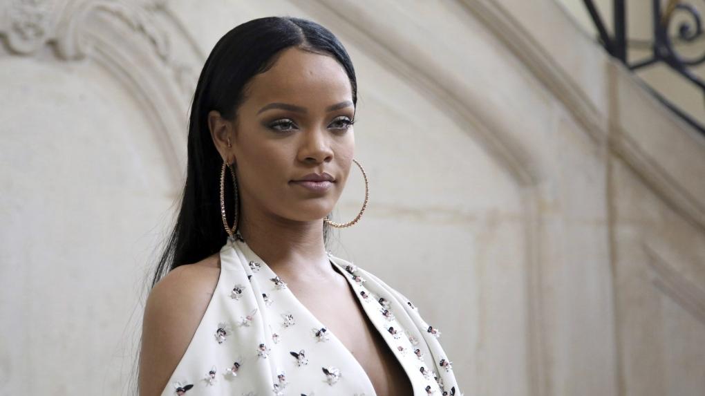 En AP dating Rihanna