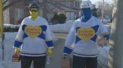 A pair of hockey players are paying it forward by anonymously doing good deeds in their community