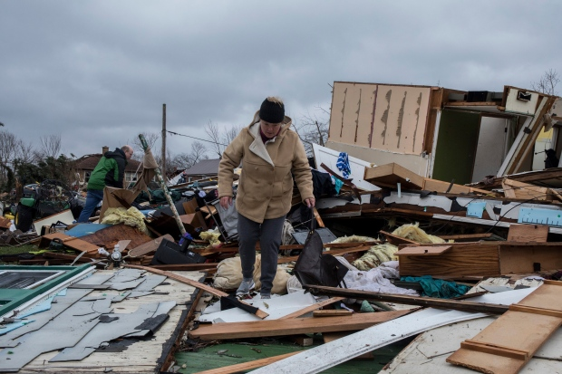 Jason and Rachel Dutton sort through their belongings in house destroyed by tornado in Naplate, Ill., on Wednesday, March 1, 2017. (Zbigniew Bzdak/Chicago Tribune via AP)