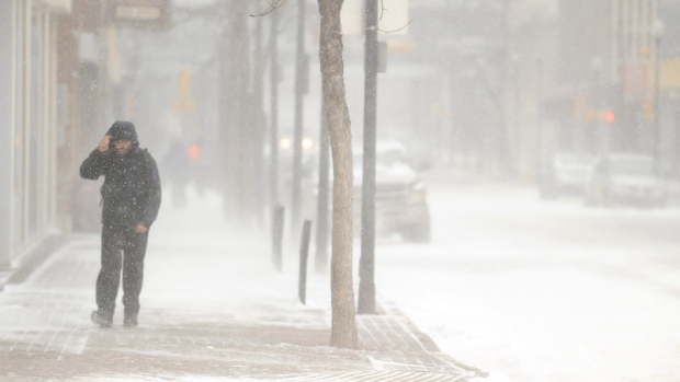 Relentless blizzard pounds Manitoba for second night
