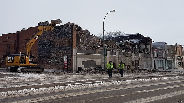 Crews demolish the Travellers Building on Broad Street in Regina on March 8, 2017, less than 24 hours after fire broke out. (ASHLEY FIELD/CTV REGINA)