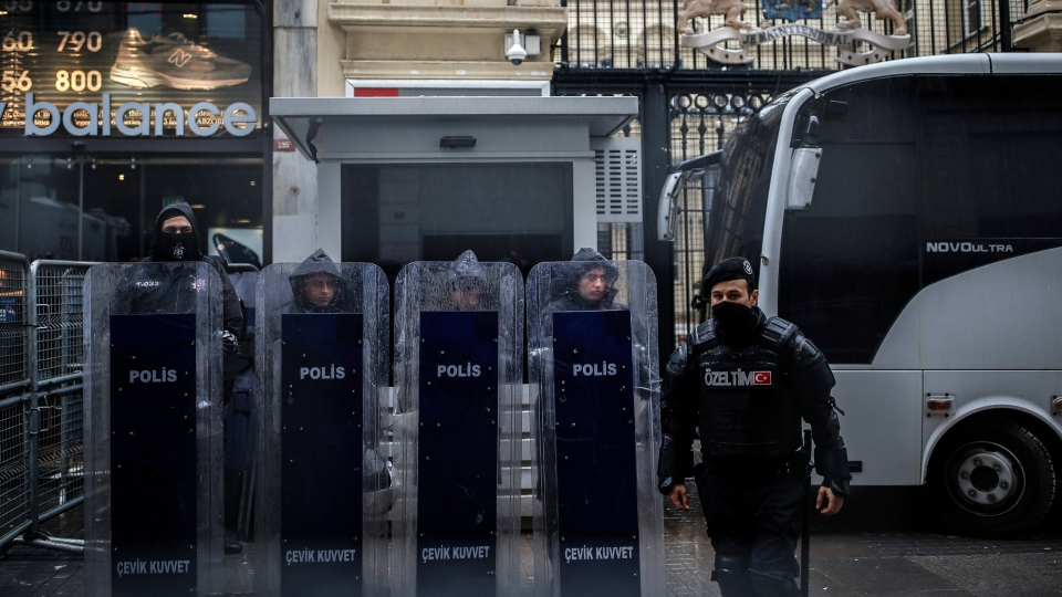 Riot police stand guard outside the Dutch consulate in Istanbul, Sunday, March 12, 2017. (AP / Emrah Gurel)