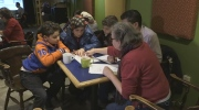 Strangers help Syrians learn English