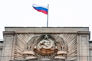 A Russian state flag waves on top of a hammer and sickle at the State Duma, lower parliament chamber, headquarters in Moscow, Russia, Tuesday, Feb. 14, 2017. (AP / Alexander Zemlianichenko)