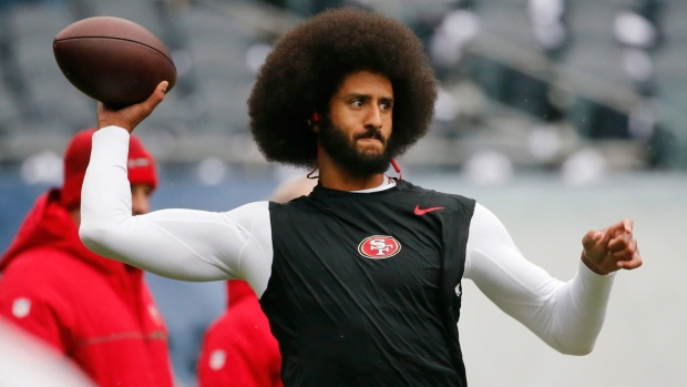 Colin Kaepernick warms up in 2016
