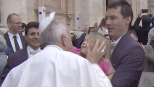 Extended: 3-year-old steals Pope's hat
