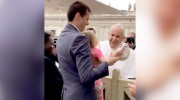 Caught on cam: Girl steals pope's hat