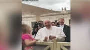 Pope Francis' priceless reaction to hat theft