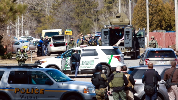 Numerous law enforcement vehicles and SWAT teams respond to shooter at an apartment complex in Rothschild, Wis. on Wednesday, March 22, 2017. (T'xer Zhon Kha / The Post-Crescent)