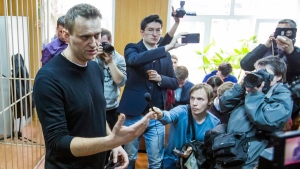 Russian opposition leader Alexei Navalny, foreground, speaks to press in a court room in Moscow, Russia, on March 27, 2017. (Denis Tyrin / AP)