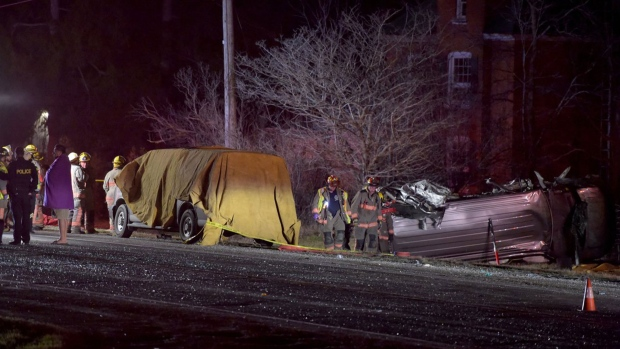 Three dead, 5 hurt, in Ontario crash