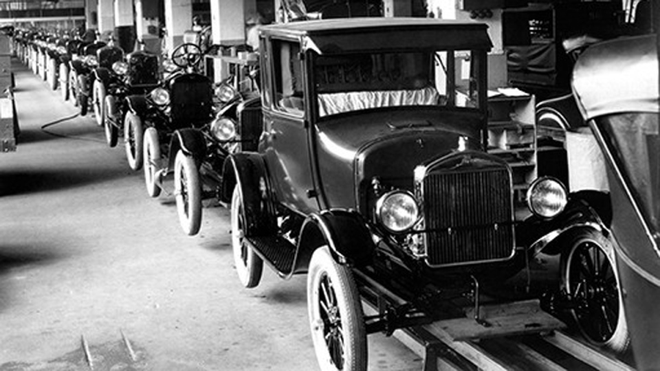 1926 Model T cars rolling off the assembly line at the Highland Park Ford Plant. (FORD MOTOR COMPANY / AFP)