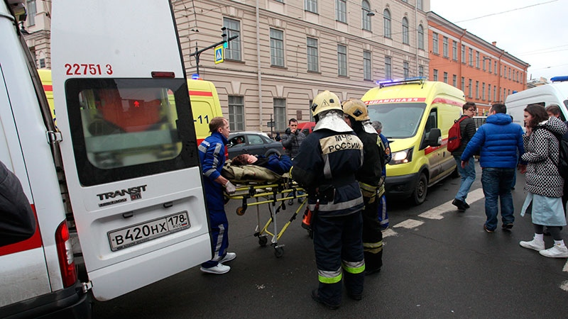 People carry a subway blast victim into an ambulance after explosion at Tekhnologichesky Institut subway station in St.Petersburg, Russia, Monday, April 3, 2017. (Alexander Tarasenkov/Interpress via AP)