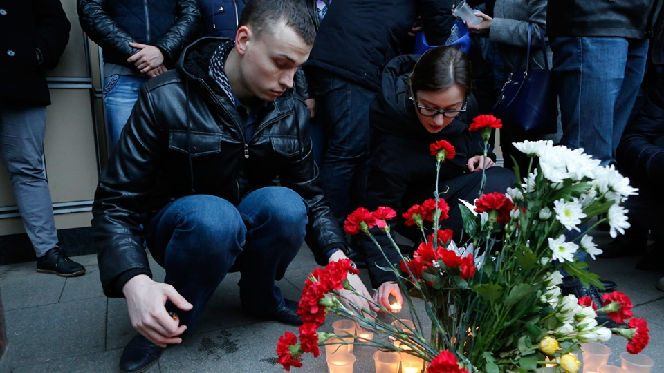 People light candles at an entrance of Sennaya subway station after explosion in St. Petersburg subway in St. Petersburg, Russia, Monday, April 3, 2017. (AP / Elena Ignatyeva)