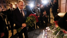Putin lays flowers after bombing n St. Petersburg