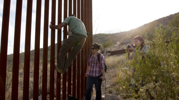 Pitches For U S Mexico Wall Include Scenic Deck Solar