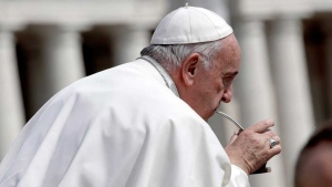 Pope Francis drinks from a traditional mate gourd at the end of his weekly general audience in St. Peter's Square, at the Vatican, Wednesday, April 5, 2017. (AP Photo/Alessandra Tarantino)