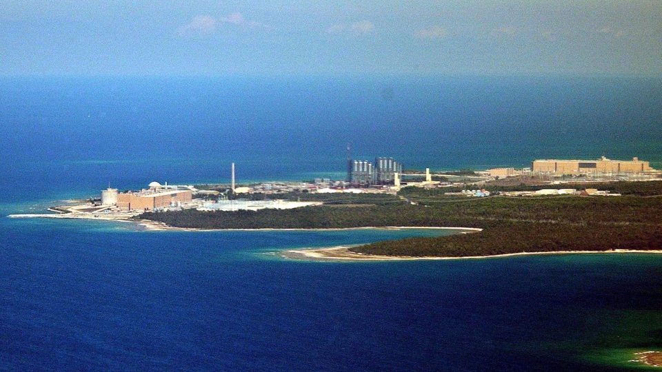 An aerial view of the Bruce Power nuclear generating station in Kincardine, Ont., on August 16, 2003. (THE CANADIAN PRESS/ J.P. Moczulski)
