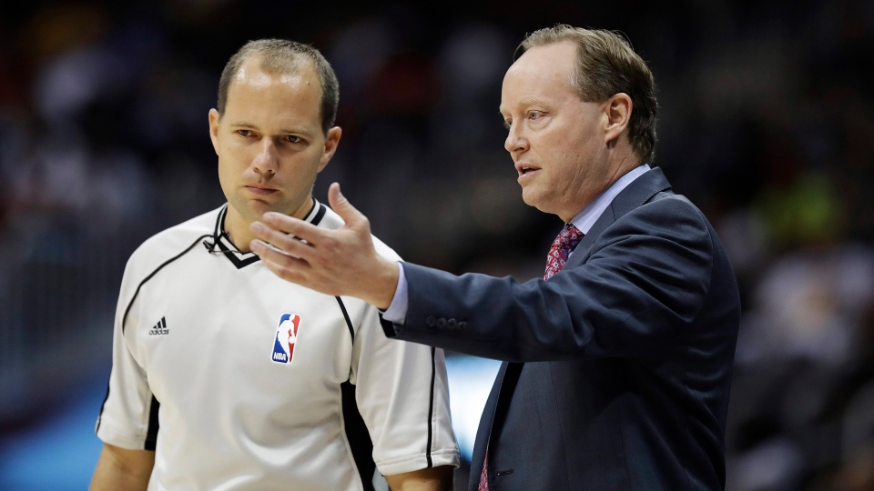 Atlanta Hawks head coach Mike Budenholzer, right, talks with referee John Goble in the third quarter of an NBA basketball game against the Los Angeles Lakers in Atlanta on Nov. 2, 2016. (David Goldman/AP)