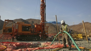 Crew at the Oman Drilling Project use a diamond-tipped steel drill to extract a 400-metre long core sample from the al-Hajjar mountains in Oman on March 1, 2017. (AP / Sam McNeil)