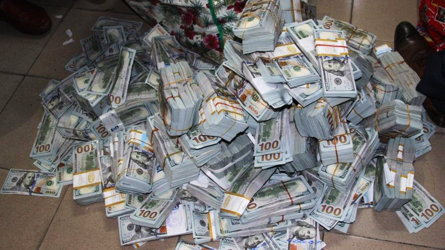 More than $43 million in cash was found in an empty Nigerian apartment. (Economic and Financial Crimes Commission)